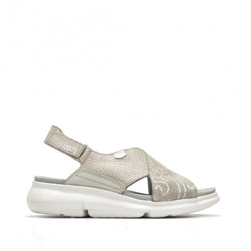 Sandalia bora piel metálica...